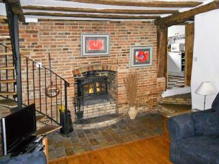 VINE COTTAGE, family friendly, character holiday cottage in Halesworth, Ref 11620 - Halesworth vacation rentals