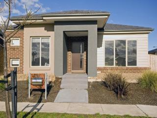 Villa EDGEVIEW Melbourne with Free CAR Rental - Victoria vacation rentals