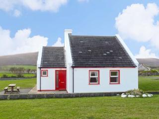 1 COIS CUAINE, pet friendly, with a garden in Bellharbour, County Clare, Ref 11782 - County Clare vacation rentals