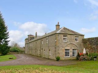 REIVER'S REST, pet friendly, character holiday cottage, with a garden in Bellingham, Ref 12949 - Bellingham vacation rentals