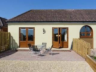 3 THE STABLES, country holiday cottage, with a garden in Ryde, Isle Of Wight, Ref 12935 - Isle of Wight vacation rentals