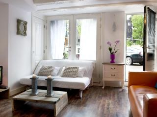 Canal aptm. 10 min. walk from the Central Station - North Holland vacation rentals