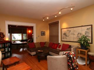 In City -Sleeps 10, Chef's Kitchen, Hot Tub & More - Seattle vacation rentals