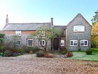 THE COTTAGE, pet friendly, character holiday cottage, with a garden in East Ruston, Ref 11605 - Norfolk vacation rentals