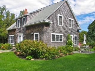 Two Bedroom West Chop Beauty! (Two-Bedroom-West-Chop-Beauty!-VH407) - Vineyard Haven vacation rentals