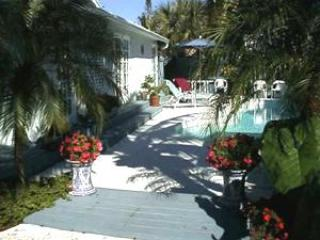 West Palm Beach Tropical Pool Home - West Palm Beach vacation rentals