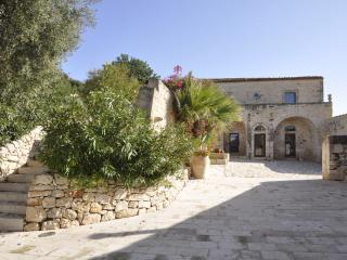 Large Villa with Private Pool in Sicily - Villa Sicilia - Marina di Ragusa vacation rentals