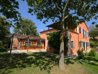 6 bdrms w/ ensuite baths, pool, wifi, location - Lucca vacation rentals