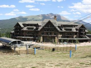 Two Bedrooms Plus Den & 2 Baths in Crystal Peak Lodge - New Luxury on Peak 7 Facing the Slopes - Breckenridge vacation rentals