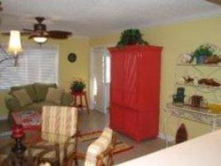 One Bedroom Destin Condo with 250 FT Beach Access - Image 1 - Destin - rentals