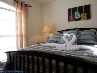 4 Bed/2 Bath Home a Tropical Delight with Easy Access to Disney World - Disney vacation rentals
