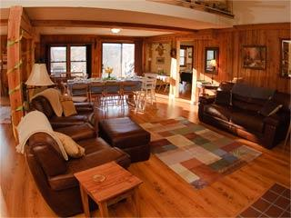 Use the living room for whatever your group needs, it's ready - Rockcliffe Farm Retreat and Lodge, LLC - Appomattox - rentals