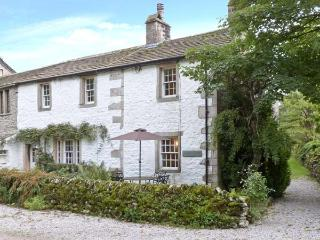 TENNANT COTTAGE, pet friendly, character holiday cottage, with open fire in Malham, Ref 11307 - Malham vacation rentals