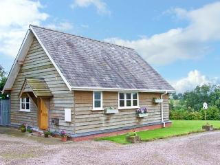 THE LODGE, country holiday cottage, with a garden in Orleton, Ref 13376 - Shropshire vacation rentals