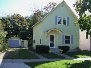 Summer Charmer - Weekly stays begin on Fridays - South Haven vacation rentals