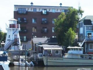 Watertowne 01 – Lady Rose - Weekly stays begin on Fridays - South Haven vacation rentals