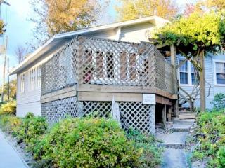50 Tucker Cottage - Weekly stays begin on Saturdays - South Haven vacation rentals