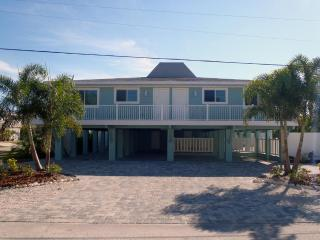 Palm Shores Hotel Home - Steps to Holmes Beach - Bradenton Beach vacation rentals