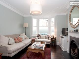 Askew Crescent, 4/5 bed house, Shepherd's Bush - London vacation rentals