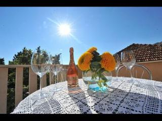 3185  A4(2+2) - Omis - Central Dalmatia vacation rentals