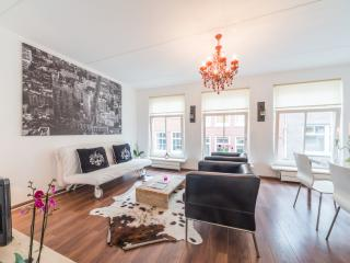 5 minute walk to Anna Frank Museum and Dam square - North Holland vacation rentals