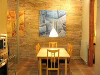 Avinyo Mansion: 2 bedrooms, sleep 8. Old Town - Barcelona vacation rentals