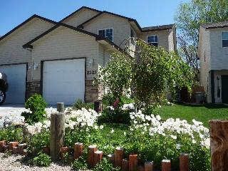Comfy Townhouse With Spa! Close To Downtown Boise. - Boise vacation rentals