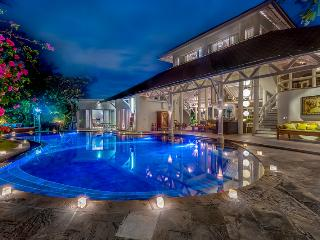 La VILLA OBEROI - FABULOUS 4 BED IN PRIME LOCATION - Seminyak vacation rentals