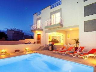5 bedroom holiday Villa with pool in St.Julians - Island of Malta vacation rentals