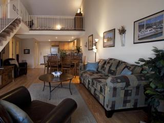De Ledges BeachHouse 4BRLoft/2B-Great Views! - Lake of the Ozarks vacation rentals