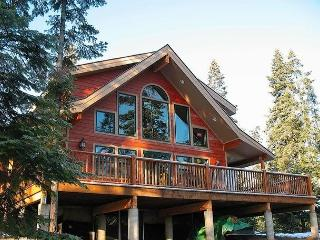 Custom Cabin in the woods on 6 private acres! 4BR+Loft / 3BA, Sleeps 12! - Cle Elum vacation rentals