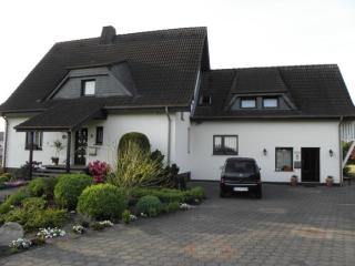 Vacation Apartment in Paderborn - 667 sqft, comfortable, WiFi, big yard (# 2995) - Paderborn vacation rentals