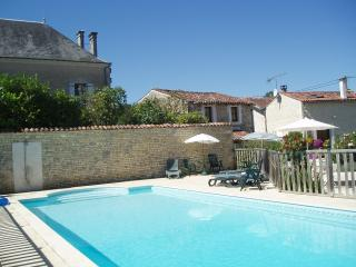 Charming stone cottage; heated pool in SW France - Le Gicq vacation rentals