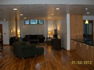 Parkside: Beautiful Home by Sequoia Park and Hospital - Corporate & Vaca - Trinidad vacation rentals
