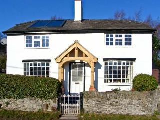 THE LAURELS, family friendly, character holiday cottage, with open fire in Llansilin, Ref 5437 - Oswestry vacation rentals