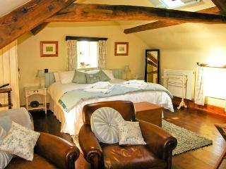 THE LOFT, romantic, luxury holiday cottage, with a garden in Staintondale, Ref 13557 - Staintondale vacation rentals