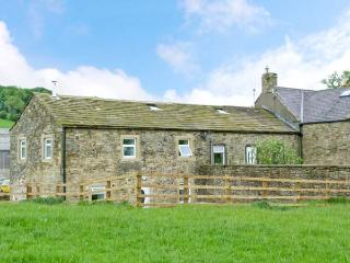 NIFFANY BARN, pet friendly, character holiday cottage, with a garden in Skipton, Ref 12552 - Skipton vacation rentals