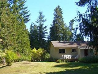 Quaint Parksville 3 Bedroom Cottage Close Drive to City Centre and Beaches - Vancouver Island vacation rentals