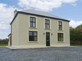CEOL NA MARA, family friendly, country holiday cottage, with a garden in Ventry, County Kerry, Ref 13177 - Ballymore vacation rentals