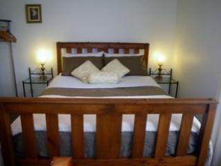 Queen Bedroom in Farmhouse - Mole Creek Holiday Village - Mole Creek - rentals