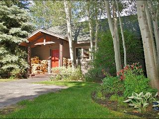 Cute, Cozy Cabin with Amazing, Landscaped Grounds - Very Close to Town, yet Private & Secluded (6939) - Jackson Hole Area vacation rentals