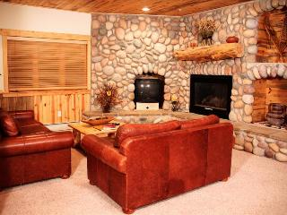 Timber Wolf 8C: Cozy Cabin Home with Private Parking—the Ultimate Mountain Getaway - Utah Ski Country vacation rentals
