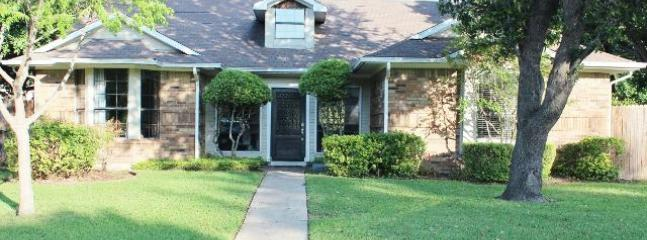 Front View of Home - 10% OFF Aug! Easy Access to All DFW! Wifi Internet - Dallas - rentals
