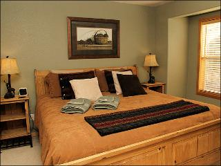 Adjacent to Property 2878 - Great New Downtown Location (2877) - Winter Park vacation rentals