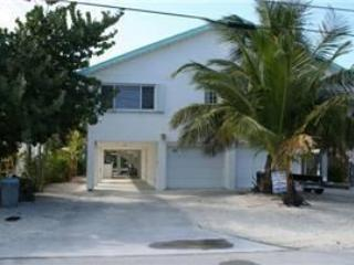 Front of house/parking - Casa Blanco, 3 Bedrooms and 2 Baths, Unit 39AA - Key Colony Beach - rentals