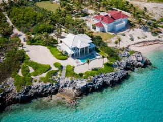 'Sun Cloud' - Come Stay at this 5BR Family-Friendly Oceanfront Luxury Villa - Private Beach and Private Pool - THANKSGIVING AVAI - Cayman Islands vacation rentals