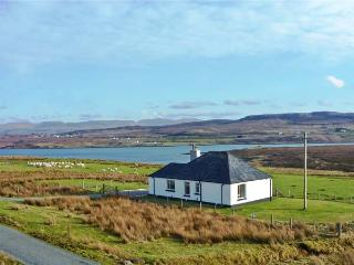 FLORIN COTTAGE, pet friendly, country holiday cottage, with a garden in Dunvegan, Isle Of Skye, Ref 11384 - The Hebrides vacation rentals