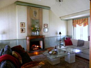 downtown~c.1816,modern kitchen&baths, huge garden - Niagara-on-the-Lake vacation rentals