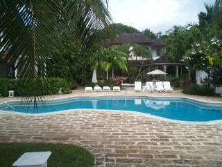 Ixoria, Emerald Beach #3 at Gibbes Beach, Barbados - Beachfront, Gated Community, Communal Pool - Gibbs Bay vacation rentals