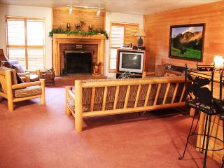 Park West Town Home 3981: Relax in Luxury and Walk to the Lifts—Private Hot Tub Included! - Park City vacation rentals